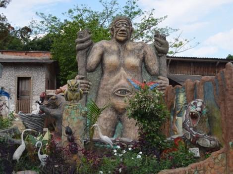 Jardim da casa do Enock (Foto: Tácita Muniz/G1)