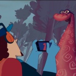 """Episódio 3: Boitatá, um dos mitos mais antigos registrados no Brasil, está velho demais e não consegue mais proteger a mata. É nesse episódio que a tecnologia absurdamente futurista dá espaço a um universo contemporâneo mais palpável e por isso mais divertido. O homem que queima as matas, como se saído de Mad Max, toca sua guitarra de fogo enquanto houve música. Quando vê a criatura, não se assusta, mas se fascina com o """"dragão de fogo"""" que tem na tatuagem e tenta até bater uma selfie. O bacana é que Boitatá, que em algumas versões teria se transformado em cobra de fogo de tanto comer olhos, hoje precisa de óculos. Não sei se é referência, mas funcionou bem."""