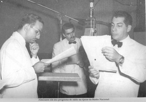 Figura 10 - Em seu programa de rádio na época da rádio Nacional[5]